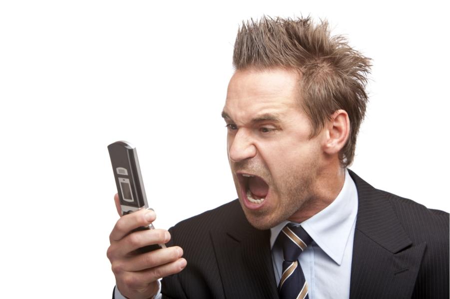 operatori-telefonici-sfiga-urlare